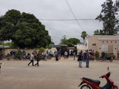 Municipales de Aguaray se manifiestan por el pago de salarios