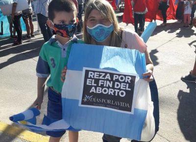 Miles de tucumanos marcharon contra la ley del aborto