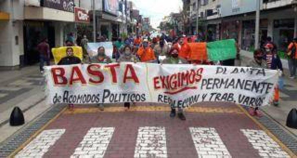 Empleados municipales marchan por las calles de Concepción: piden mejoras salariales