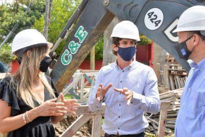 San Fernando: Juan Andreotti y Malena Galmarini supervisaron la instalación de conductos cloacales en el barrio Mil Viviendas