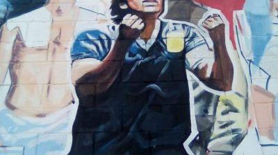 Merlo: Maradona en las paredes
