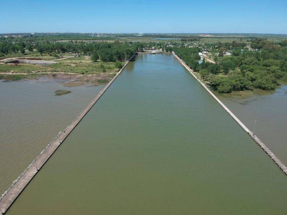 Cianobacterias: toman nuevas muestras del Río de la Plata para evaluar la toxicidad del agua