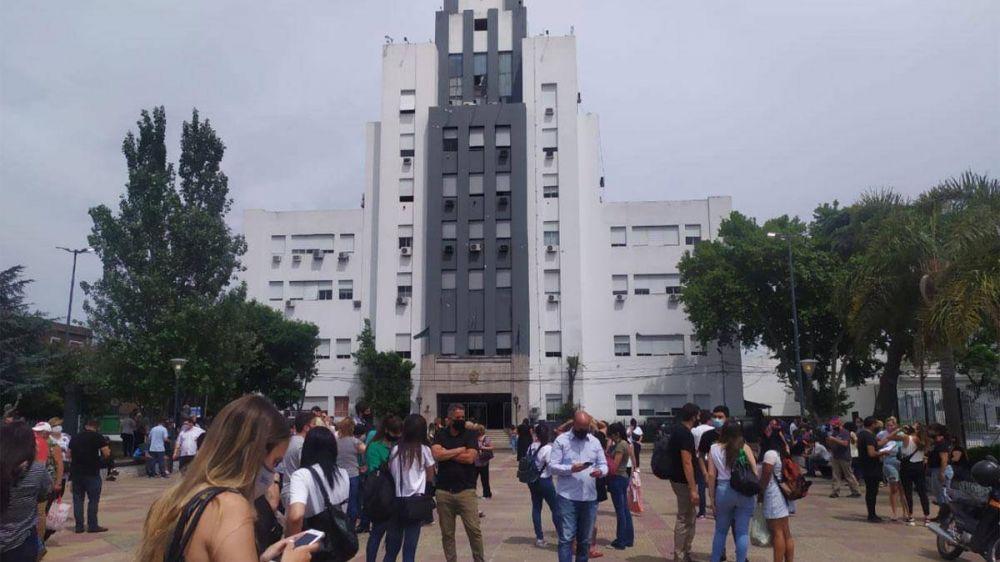 Evacuaron la Municipalidad de Lomas de Zamora por una amenaza de bomba