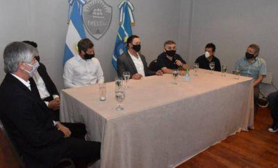 Maderna firmó convenio con una pesquera para la incorporación de más personal