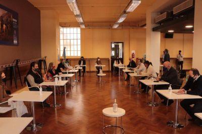 Cumbre entre Andrés Rodríguez y Cafiero empieza a desandar la paritaria estatal