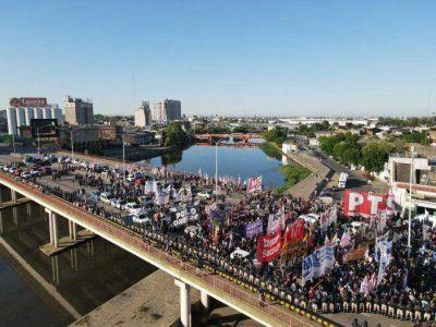 Caos y tensión en Puente Pueyrredón por un corte total de las familias desalojadas del predio de Guernica