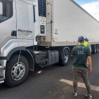 La provincia controla en rutas a camiones que transportan frutas frescas y jugos