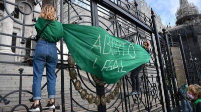 Aborto: la Iglesia llama a rezar por