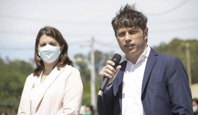 Axel Kicillof entregó más de 360 viviendas en Moreno junto a Máximo Kirchner
