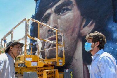 """Andreotti supervisó los últimos detalles del Túnel """"Diego A. Maradona"""" y los murales que lo homenajean"""