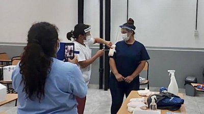En Pilar ya capacitan a profesionales de la salud para vacunar contra el COVID-19