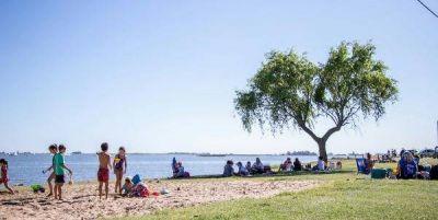 El Parque Natural Laguna de Gómez recibe cientos de visitas en este fin de semana extra largo