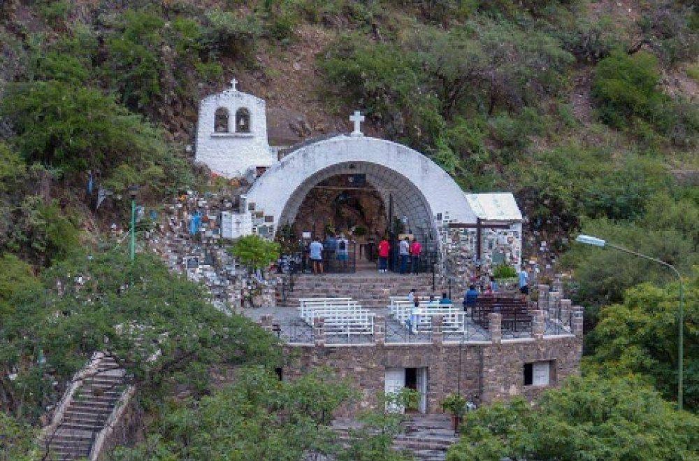 Reabrió La Gruta y postergan el retiro de la Imagen de la Virgen del Valle