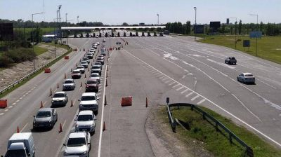 Estalló el turismo: 330 mil vehículos pasaron por los peajes