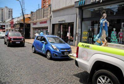 La imagen de la Virgen María recorrió las calles en una caravana de autos