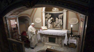 El Papa Francisco pidió por la protección de María Inmaculada y convocó a un