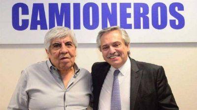 Alberto aplica ley de compensaciones y cierra el año sindical con los Moyano en Camioneros