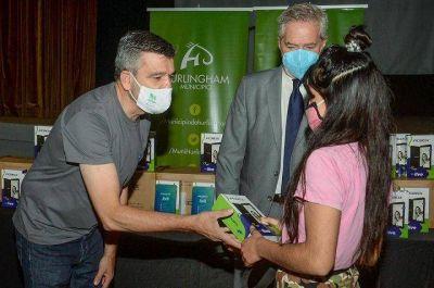Hurlingham | Se entregaron tablets a estudiantes y docentes del distrito