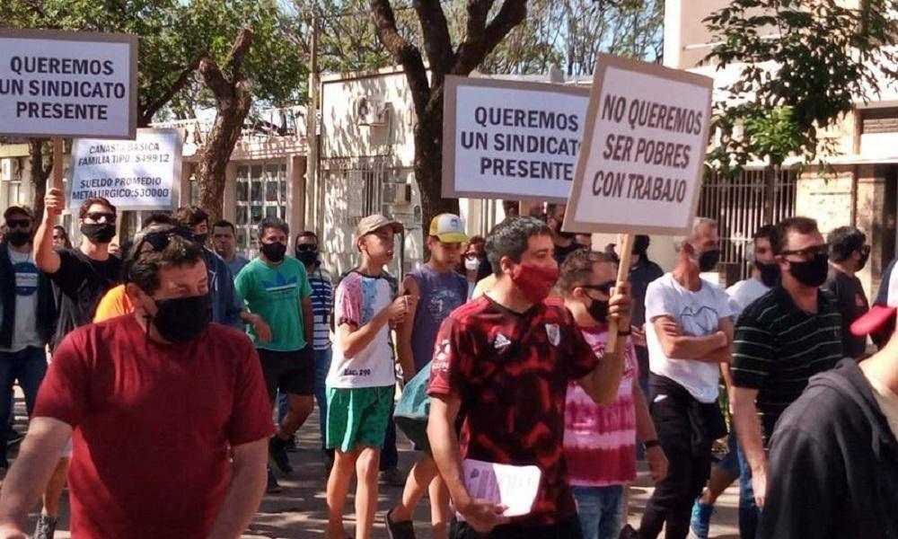 Rebelión en las bases santafesinas de la UOM por el acuerdo salarial que firmó Caló