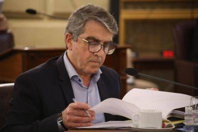 Los doce senadores del Partido Justicialista respaldaron a Armando Traferri como jefe de bloque