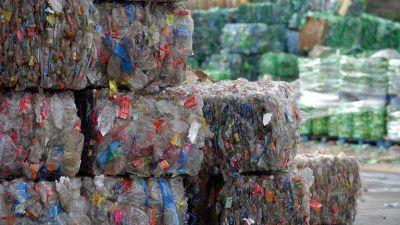 Cómo impacta el plástico en el mundo y qué iniciativas impulsan las empresas para mejorar su gestión en Argentina