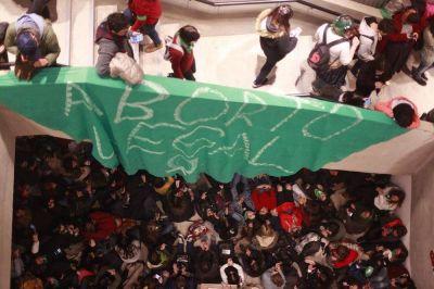 La Campaña Nacional por el aborto convocó a una vigilia frente al Patio Olmos