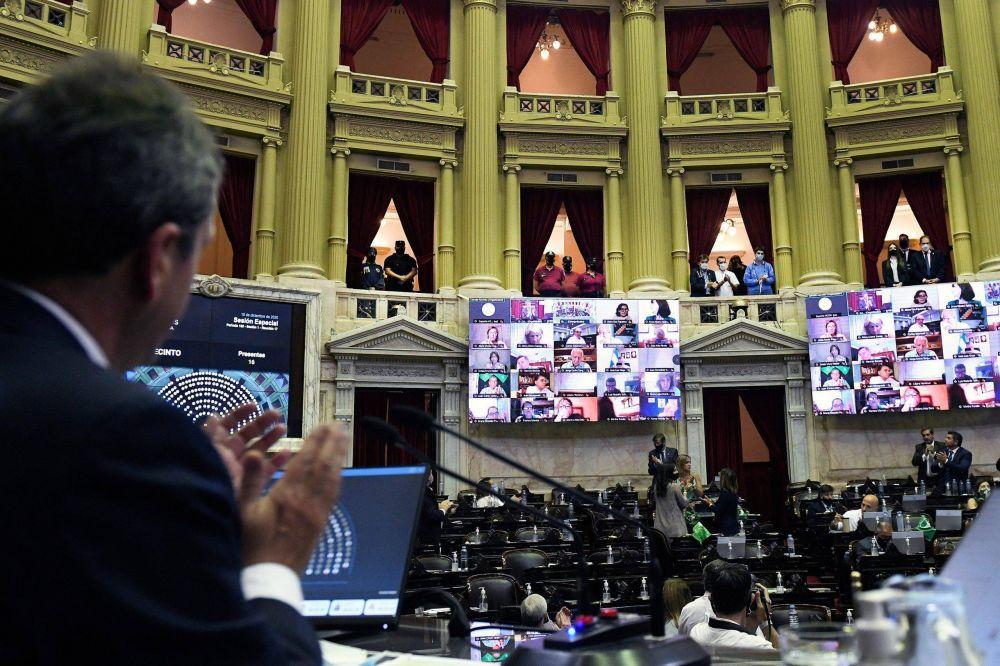 Sesión histórica: con apoyo transversal, Diputados aprobó el aborto legal (y el oficialismo hace números para un triunfo en el Senado)