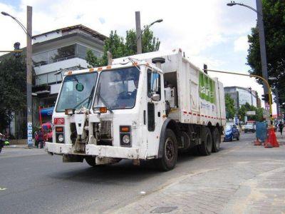 DIAN decomisó irregularmente los camiones de basura que trajo Gustavo Petro a Colombia: deberá pagar indemnización y devolverlos