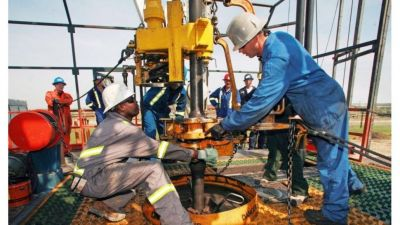 Día del Petróleo: del derrumbe por la pandemia a un horizonte con expectativas