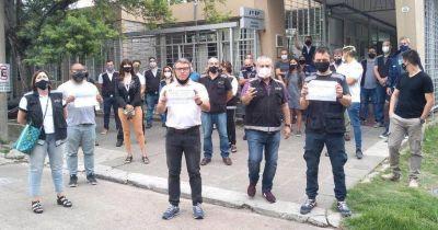 Empleados de la Aduana Campana se manifestaron contra los despedidos