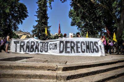 Trabajadores realizan un acampe frente a la Municipalidad de Córdoba