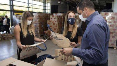 San Isidro: Arman bolsas navideñas reutilizables para barrios vulnerables