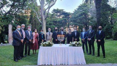 La DAIA reunió a embajadores acreditados en la Argentina para encender la octava vela de Janucá