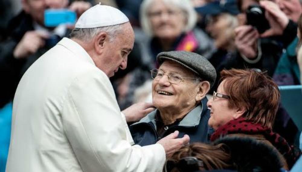 Netflix lanza serie sobre ancianidad con la participación del Papa