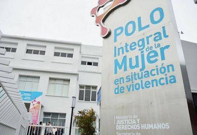 Protesta de trabajadoras monotributistas frente al Polo de la Mujer