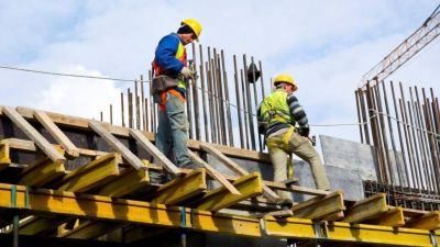 Paritarias disparan los costos de la construcción y siguen los faltantes