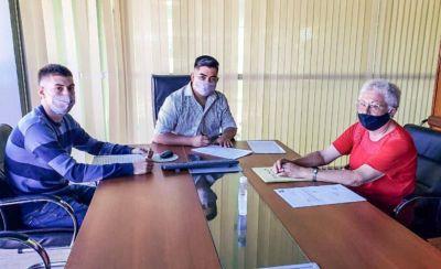 Dolavon: se firmó el contrato de obra para construcción de la Estación de bombeo y nexo cloacal en el barrio Las Norias y SUTIAGA