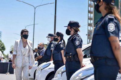 Mayra Mendoza entregó 10 patrulleros a la Policía y 20 móviles a la Patrulla Urbana