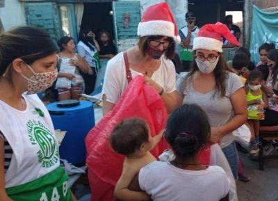 La UCR entregó juguetes y golosinas en el Comedor de Doña Rosa