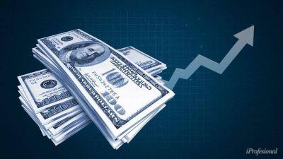 El dólar blue llegó a casi $160: ¿por qué se disparó y qué prevé el mercado para el verano?