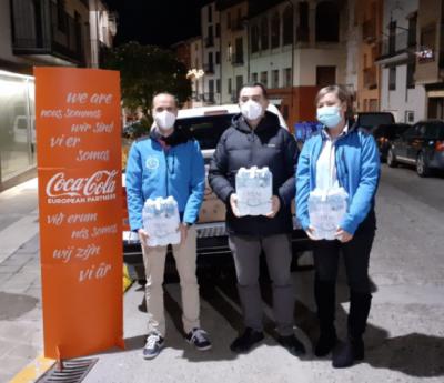 Los trabajadores de Aguas Vilas del Turbón donan 300 kilos de alimentos a Cáritas Graus