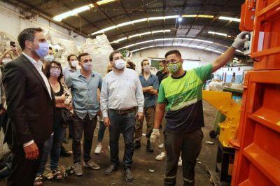 Cabandié realizó entrega de maquinaria para la gestión de residuos al municipio de San Martín