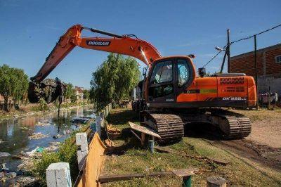 El municipio continúa con los trabajos de limpieza en los arroyos
