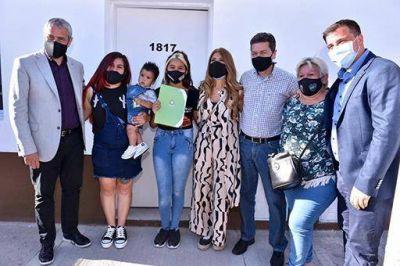 Ferraresi encabezó acto de entrega de viviendas en Avellaneda