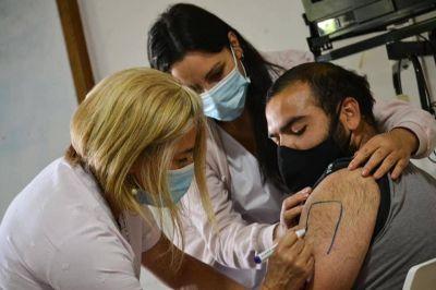 Operativo vacunación en Saladillo: capacitan a eventuales vacunadores en el Hospital Posadas