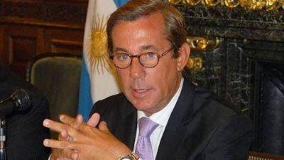 Cambian al embajador en China por irse de vacaciones