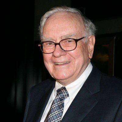 Los regalos navideños del multimillonario Warren Buffett: dinero en efectivo, acciones, chocolates y vestidos