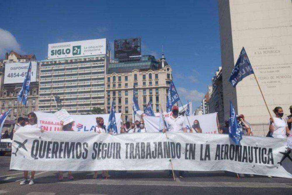 Obelisco: confluyeron protestas por Latam, Parque de la Costa y personal de salud