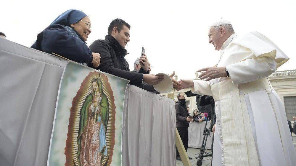 En el año del distanciamiento, la proximidad del Papa