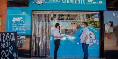 Abella visitó la Carnicería Sarmiento y felicitó a sus dueños por la renovación de la marca